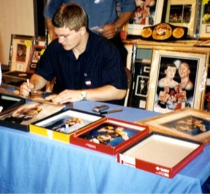 Ricky Hatton Signs whilst at Convention with Ken Mills of Writestuff Autographs of Lancaster.