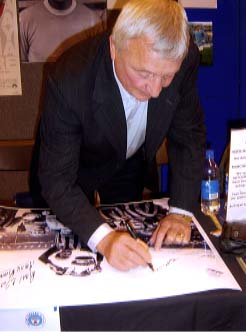 "Mike Summerbee "" Manchester City F.C "" Signing for Writestuff Autographs"