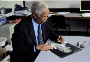 "Garry Sobers "" West Indies Cricket Legend "" Signs for Writestuff Autographs"